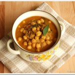 White Chana in a Ground Coconut Sauce / Thengayaracha Vella Kadala Curry