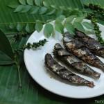Pacha kurumulaku aracha mathi varuthathu / Sardine–green pepper corn fry