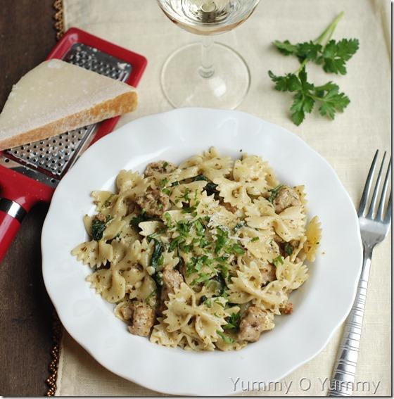 Creamy sausage pesto pasta