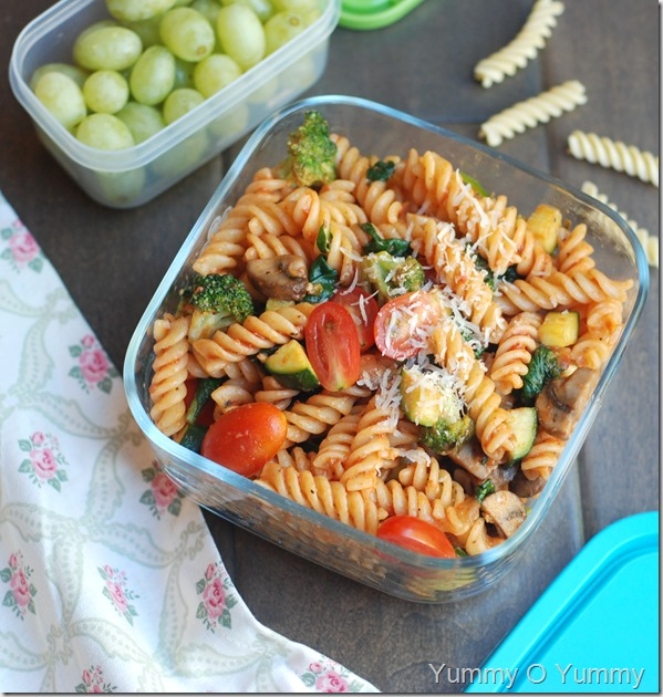 Vegetable pasta with marinara sauce