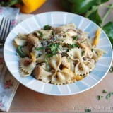 Chicken-and-vegetables-in-a-creamy-pesto-sauce1_thumb.jpg