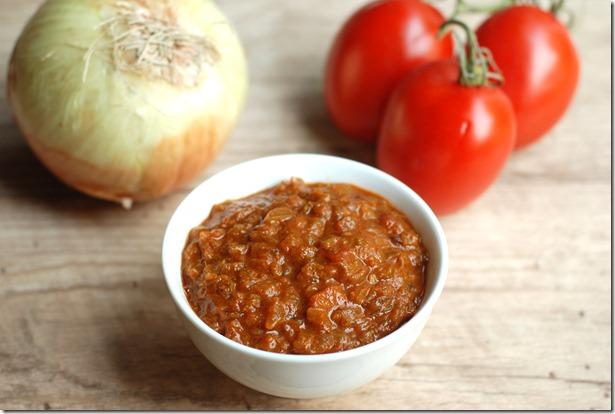 Onion-tomato gravy